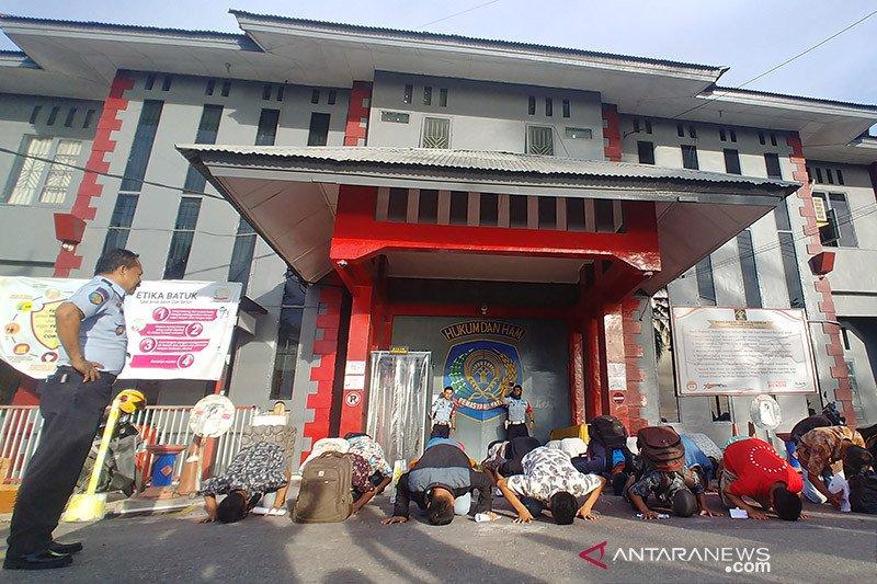 Ratusan napi Lapas Padang terima remisi khusus Lebaran