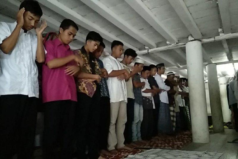 Jamaah Surau Lubuak Landua Pasaman Barat laksanakan shalat Idul Fitri