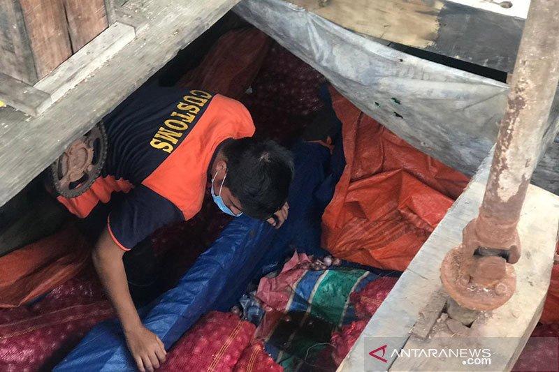 Bea Cukai gagalkan penyelundupan 24,5 ton bawang merah dari Malaysia