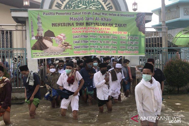 Banjir tidak menghalangi warga menunaikan Shalat Id di Samarinda