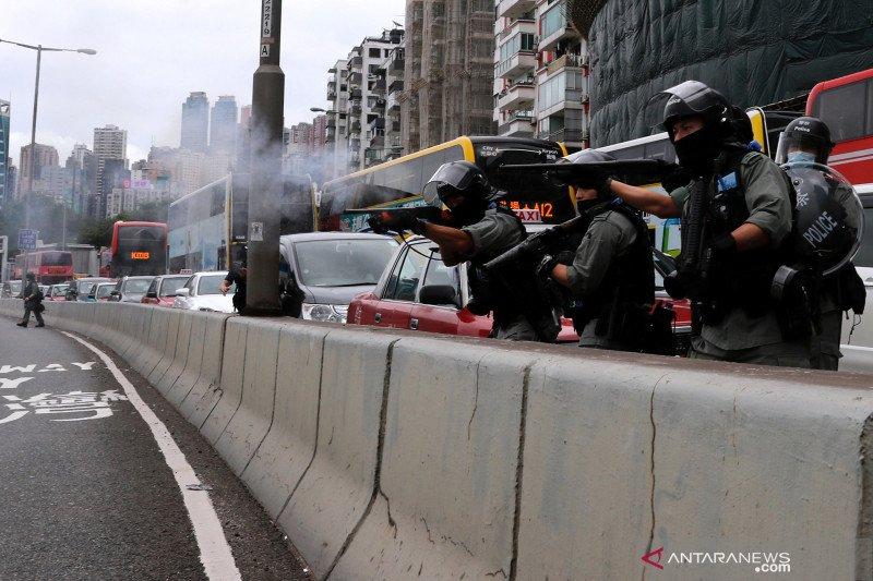Polisi Hong Kong membubarkan demonstrasi terbesar sejak wabah corona