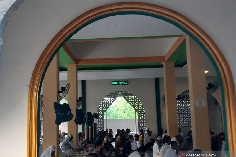 Sebagian warga Gorontalo gelar Shalat Idul Fitri di masjid