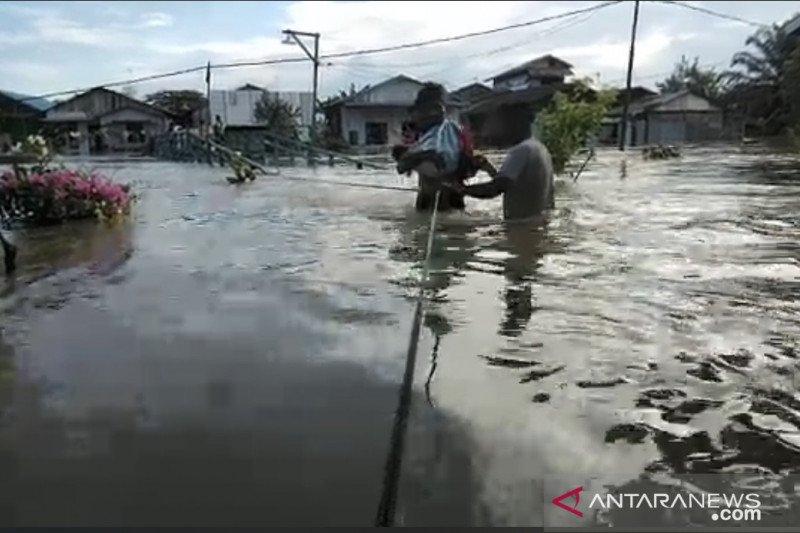 Banjir di Samarinda meluas, sejumlah akses jalan lumpuh total