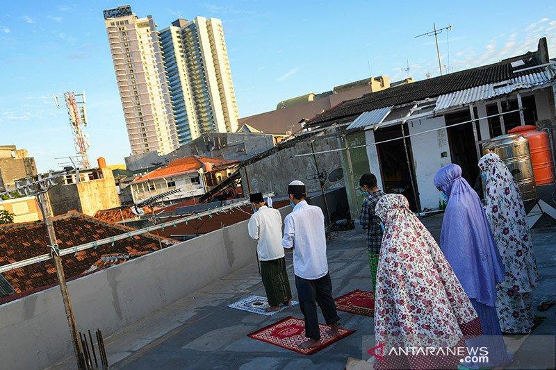 Perantau Gang Kelinci laksanakan Shalat Id di atas atap indekos
