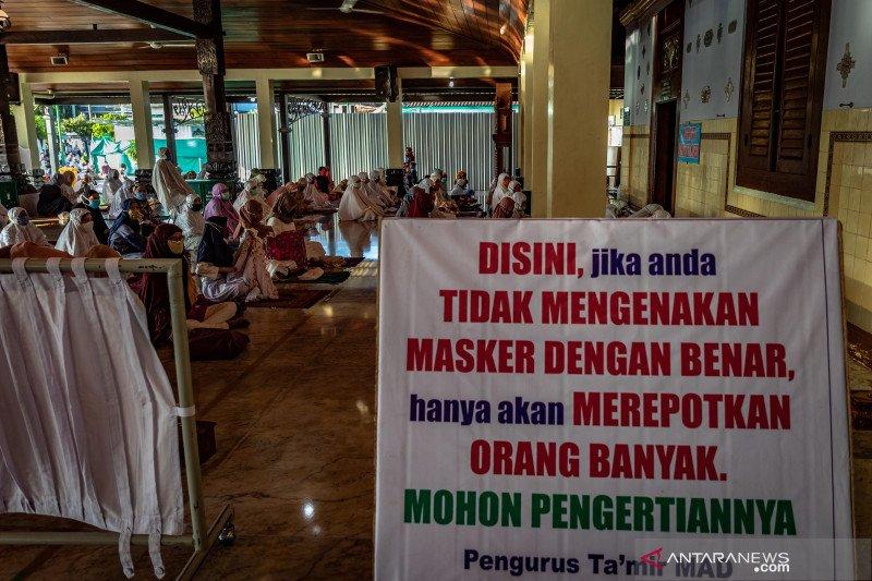 Kemarin, masjid selenggarakan shalat Id hingga Mensos ajak berdoa