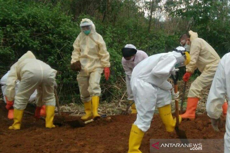 Kapolres Lubuklinggau makamkan anggotanya yang berstatus PDP
