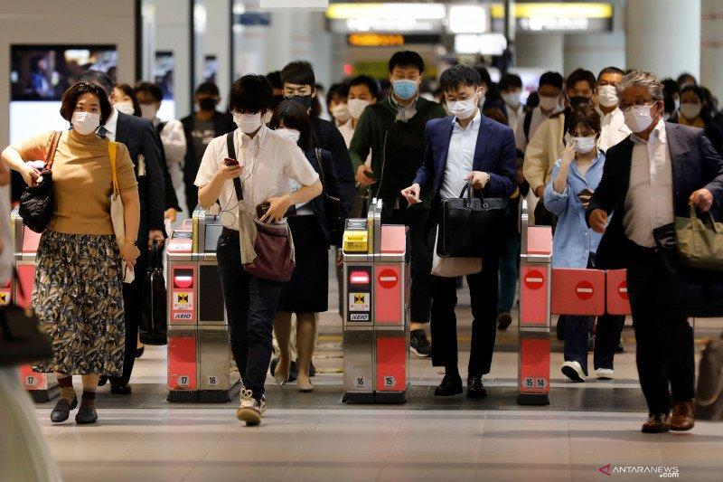 Jepang mulai jalani kehidupan normal