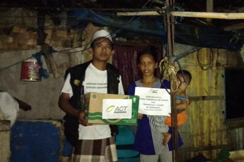 ACT Lampung berikan bantuan ke warga terdampak gelombang pasang