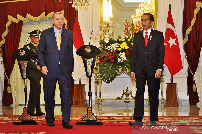 Kemarin, Jokowi telepon Erdogan hingga Gerindra dukung Denny Indrayana
