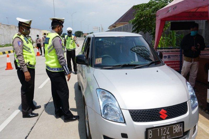 Polisi Pekalongan sekat kendaraan pemudik menuju Jakarta