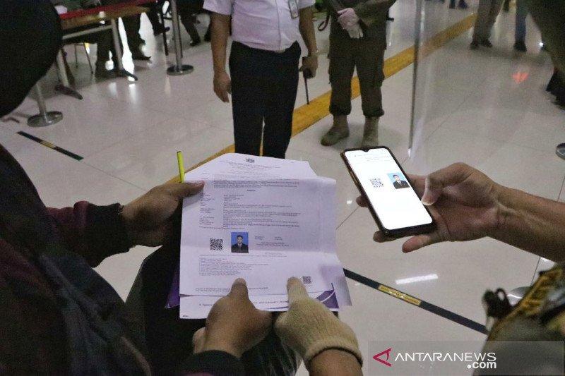 Dua pendatang tanpa SIKM di Stasiun Gambir tak jalani tes swab