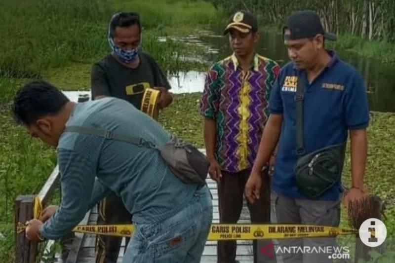 Polres Hulu Sungai Tengah Kalsel tutup ujung jalan Mahang Paku