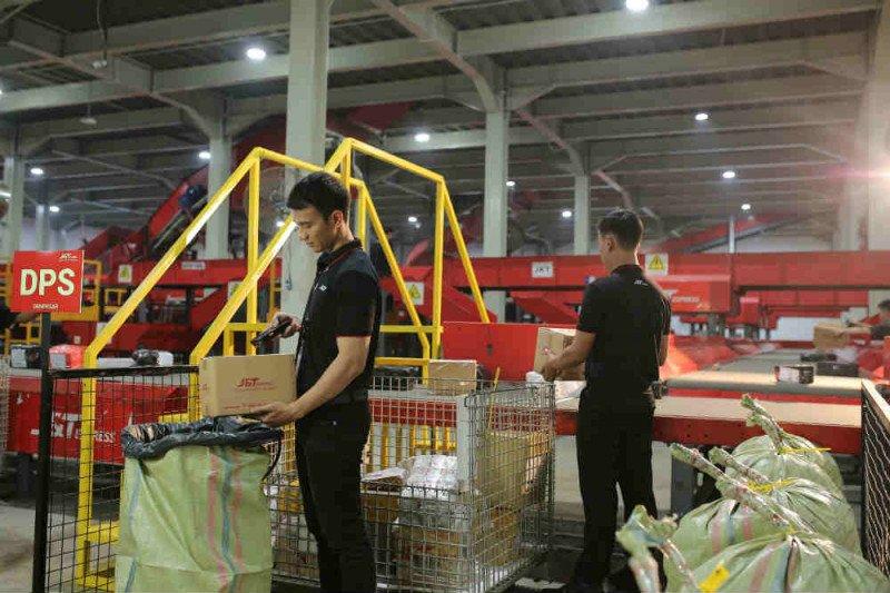 J&T Express catatkan pengiriman 3 juta paket selama Ramadhan