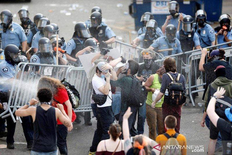 Protes meluas di Minneapolis pascadugaan pembunuhan rasial oleh polisi