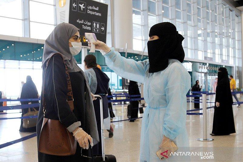 Jamaah haji dari lima kota Arab Saudi tiba di Bandara Kingabdulaziz