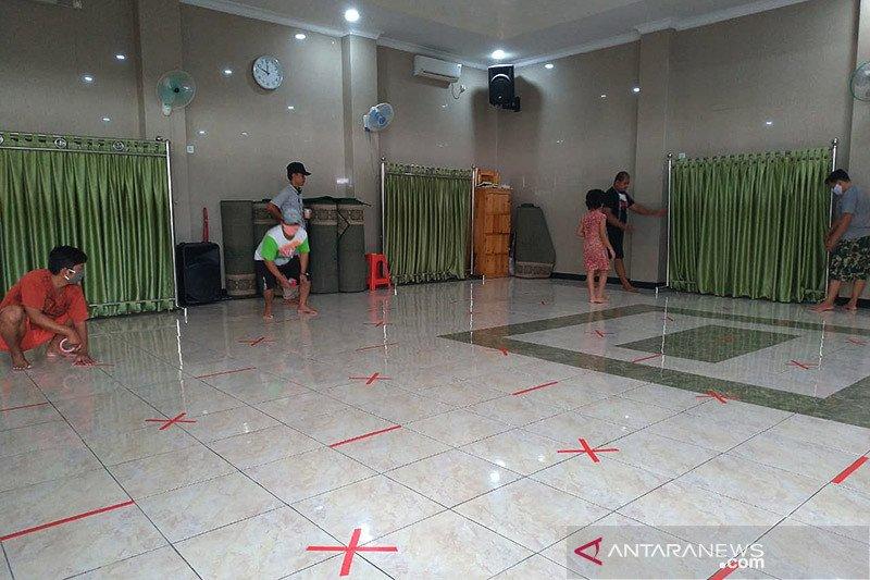 Warga Jaksel gotong-royong bersihkan masjid sambut normal baru