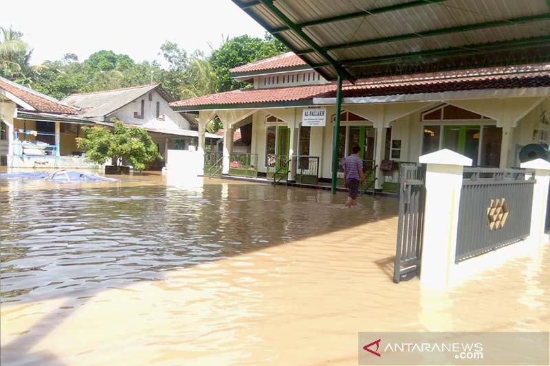Ratusan rumah di Banyumas tergenang banjir akibat tanggul jebol