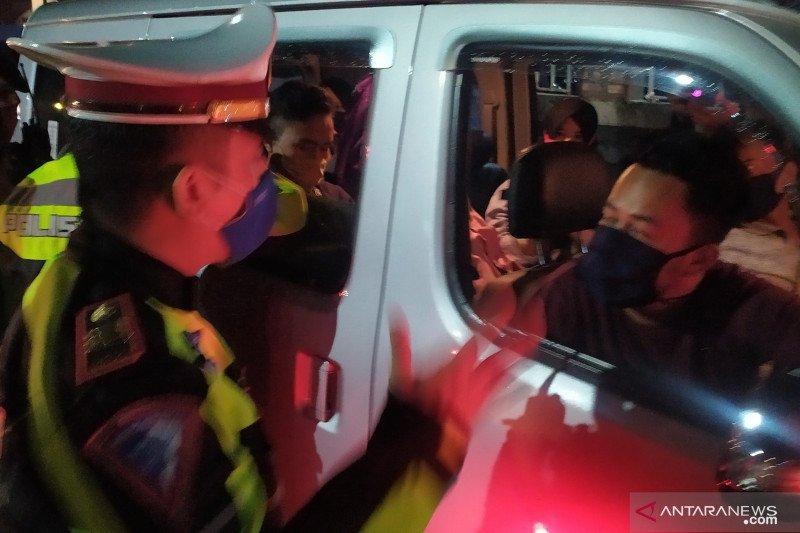 Polres Cianjur putar balik enam kendaraan pemudik tujuan Jakarta
