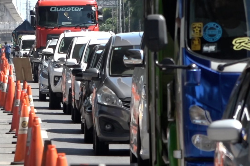 Lebih dari 1.300 kendaraan di Cikarang Barat diminta putar balik