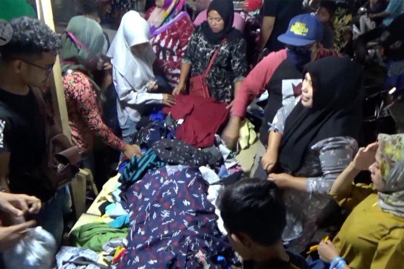 Jelang Lebaran, warga padati Pasar Aceh abaikan protokol kesehatan