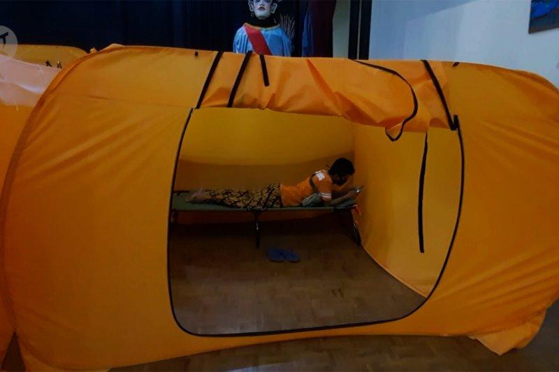 Lima warga Kebon Melati jadi penghuni pertama bilik isolasi mandiri