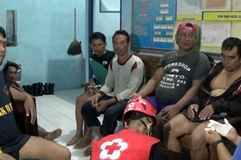 11 ABK KM Saridin selamat dari kapal terbalik di perairan Pekalongan