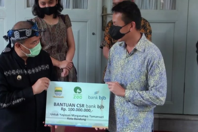 Wali Kota serahkan bantuan untuk satwa di Kebun Binatang Bandung