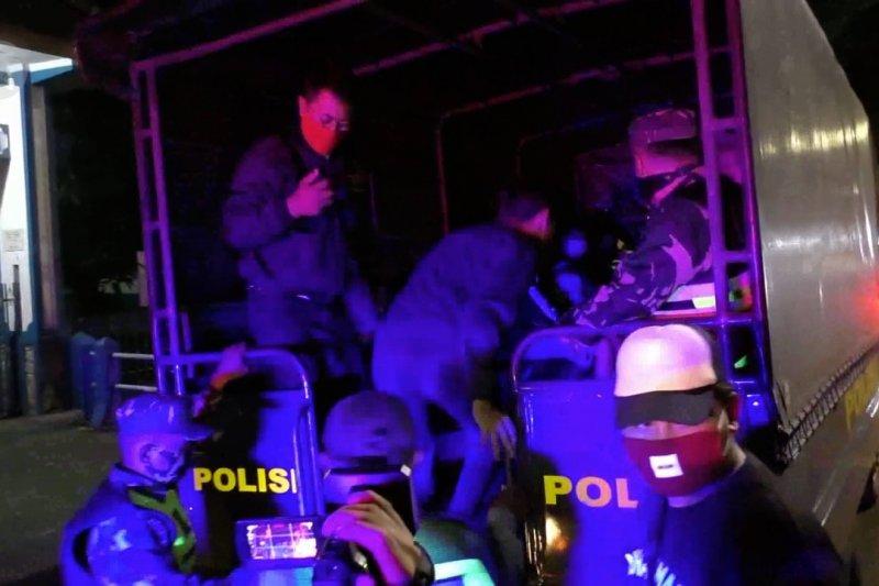 Terjaring razia, puluhan warga Malang jalani rapid test