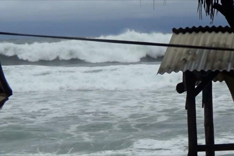 Gelombang pantai selatan masih tinggi hingga 3 hari ke depan
