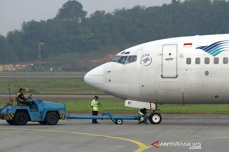 Seluruh penumpang Garuda pecah ban di Syamsudin Noor selamat