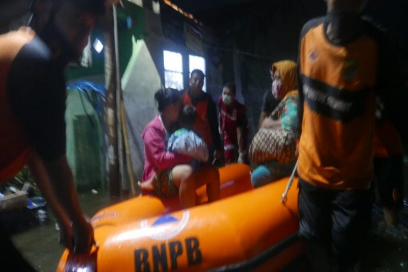 Ratusan warga Kota Pekalongan mengungsi karena rob