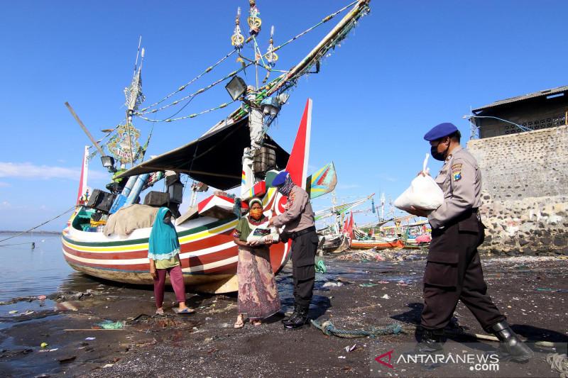 Bantuan sembako untuk nelayan terdampak cuaca buruk
