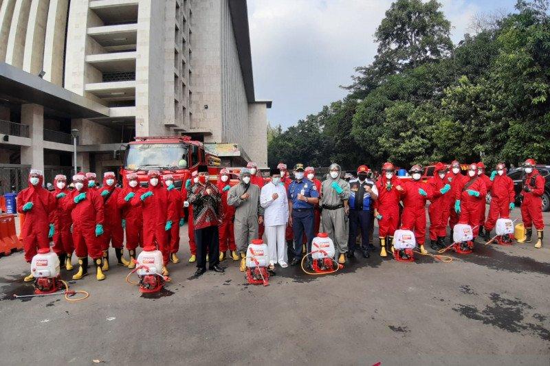 Gulkarmat Jakarta disinfeksi Masjid Istiqlal dan Gereja Katedral