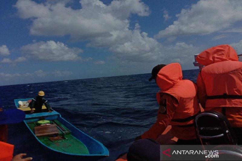 SAR temukan dua nelayan kapal tenggelam di Wakatobi, lima hilang