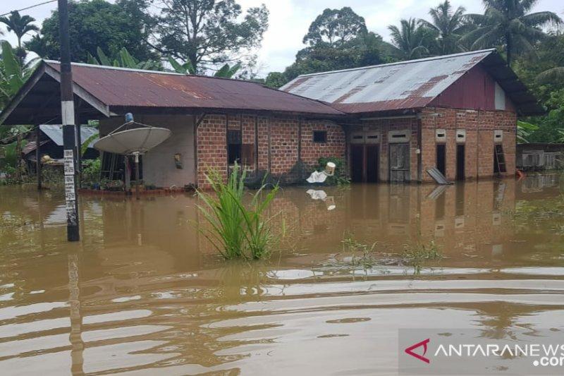 Ratusan rumah warga Majener Kabupaten Sorong terendam banjir