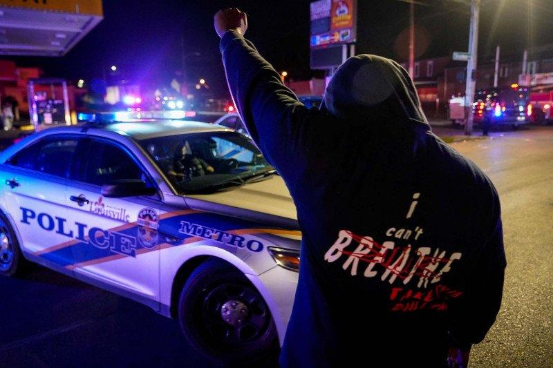 Dua polisi AS ditembak di tengah protes kasus Breonna Taylor