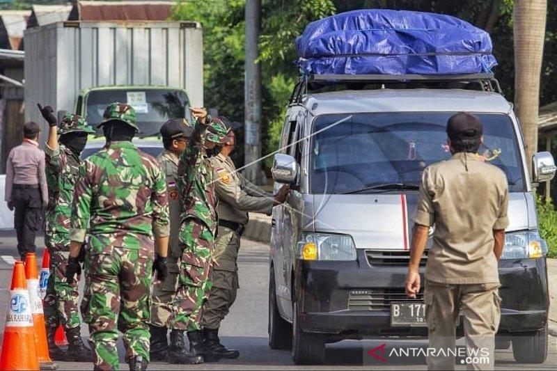 Petugas gabungan masih lakukan penyekatan jalan Tol Jakarta-Cikampek