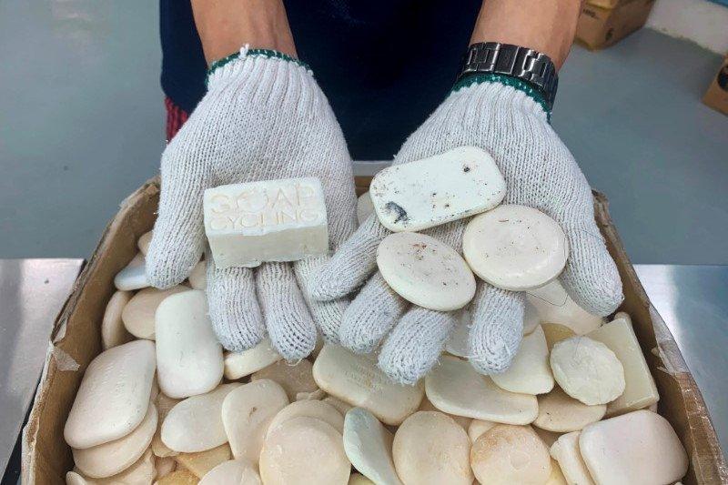LSM Hong Kong daur ulang sabun Dari Hotel Mewah ke Tunawisma