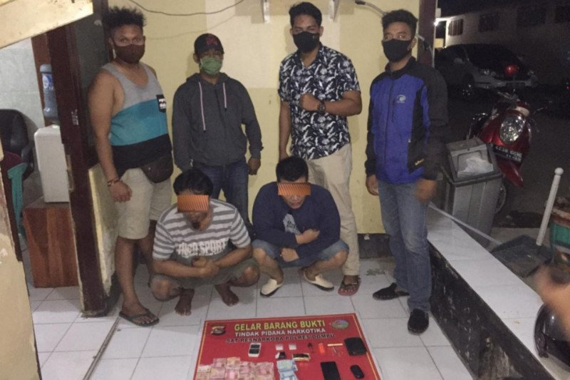 Seorang perempuan dan 2 pria asal Sumbawa ditangkap polisi bersama barang bukti 10,58 gram sabu