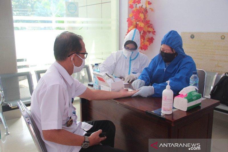 133 pegawai BNNP Sultra-BNNK Kendari jalani tes cepat COVID-19