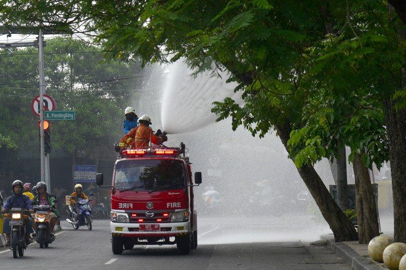 50.735 lokasi di Surabaya disemprot cairan disinfektan