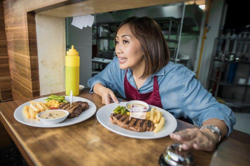 Rindu Kuliner ? , Nikmati Steak Dengan Aman Dari Dalam Mobil