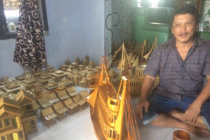 Kerajinan miniatur di Lebak mampu bantu siswa keluarga miskin
