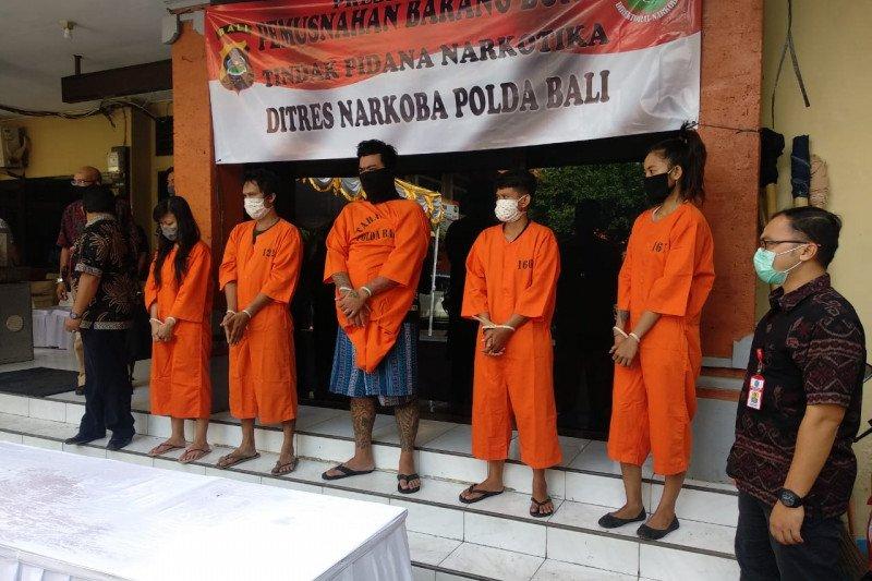 Selama enam bulan ini, Polda Bali tangkap 387 tersangka kasus narkoba
