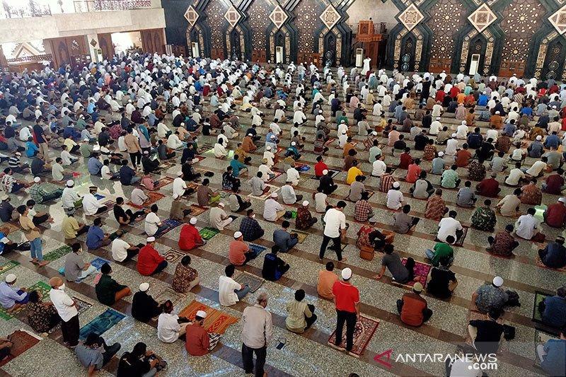Masjid Agung At-Tin selenggarakan Shalat Jumat dengan prokes ketat