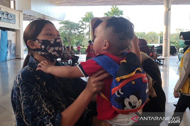 Ibu-balita terpisah di Hong Kong bertemu di Surabaya