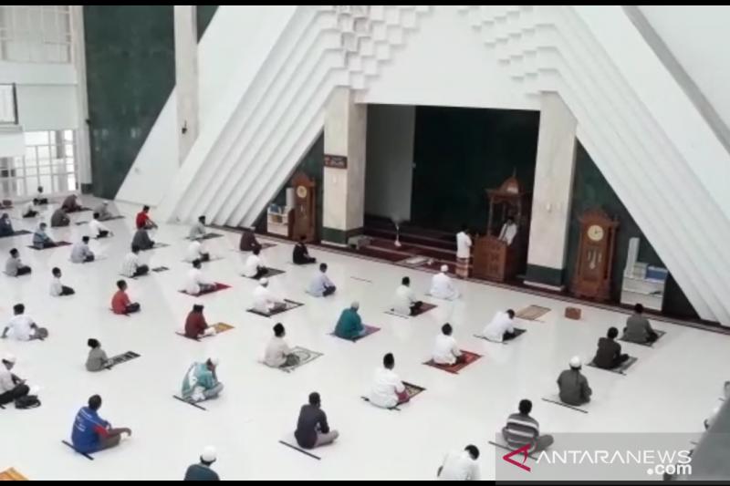 Jamaah Masjid KH Hasyim Asy'ari patuhi protokol kesehatan