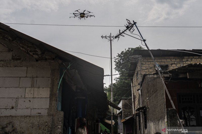 Penyemprotan disinfektan dengan drone