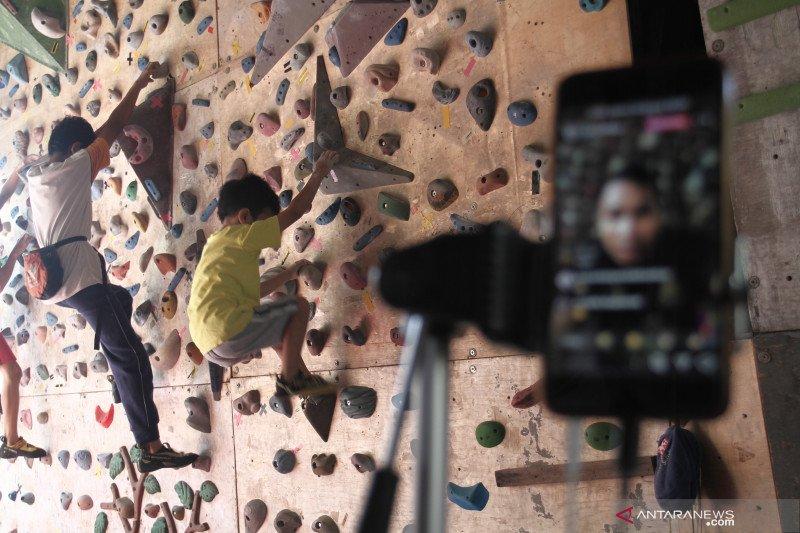 Coaching clinic atlet panjat tebing Indonesia