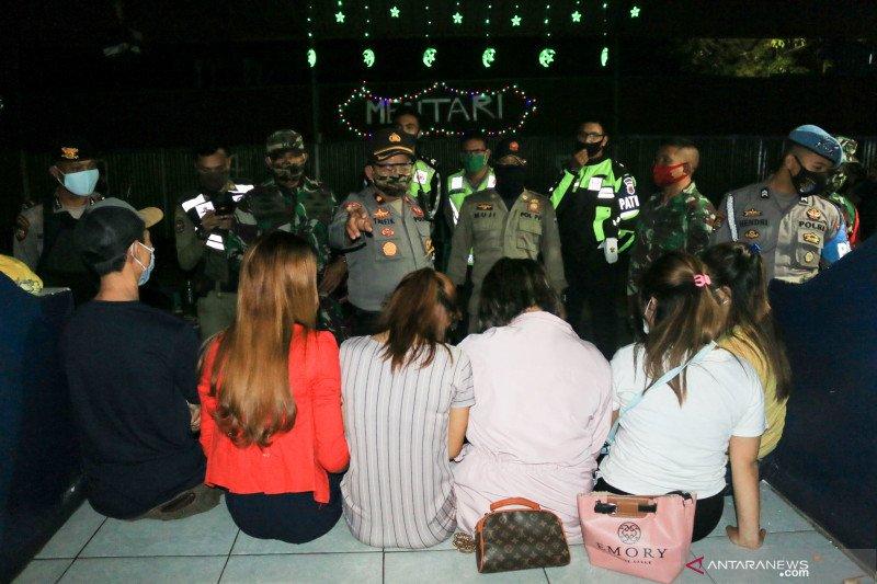 Sekumpulan warga ketahuan pesta minuman keras di Mataram